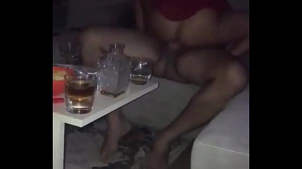 Sexo con la mujer de mi amigo mientras el graba...