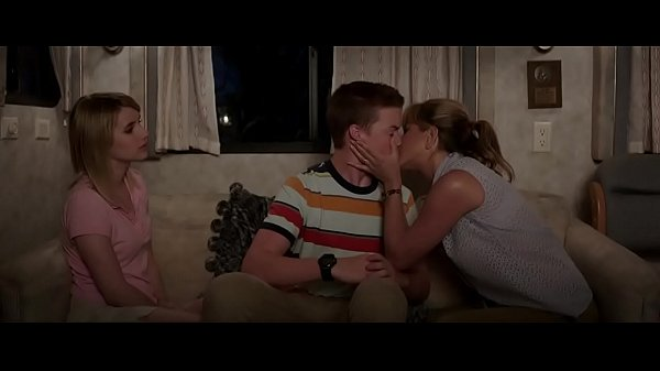 Celebrity jennifer aniston kiss a teenage boy scene we're the millers