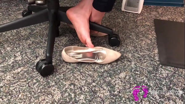 Another AMAZING Dipping Shoeplay in flats