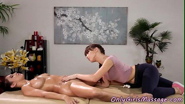 Lesbian masseuse scissors dyke after massage