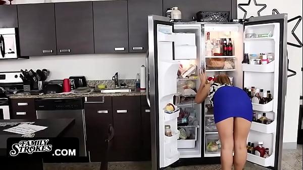 FamilyStrokes - Cute Blonde (Kelly Green) Fucke...