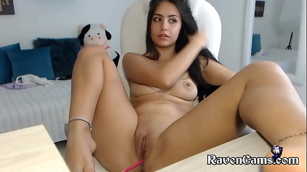 Latina Camgirl Fingering Her Smooth Pussy Until She Cums