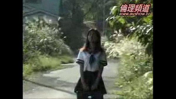 いたいけな幼女がまんこを弄られて自分から極太チンポを求めるの校生系動画