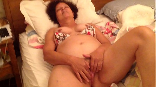 GRANNY IN BIKINI MASTURBATING UNTIL CUMMING
