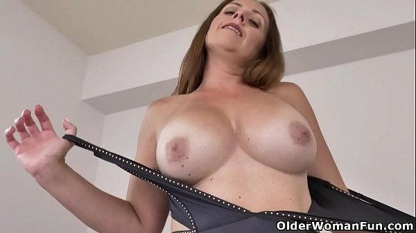 Canadian milf Brandii lets us enjoy her sexy curves