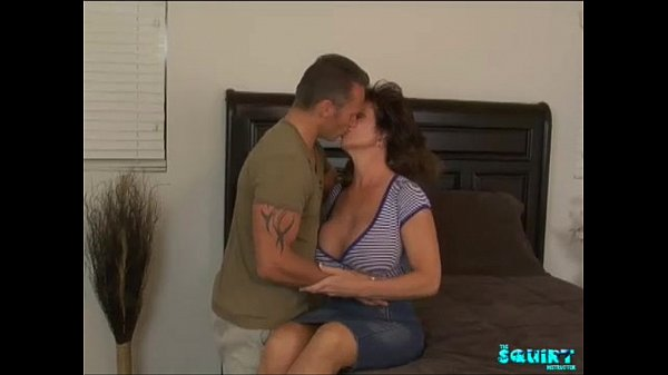 Sexy milf squirts