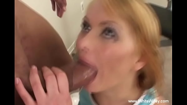 Pretty Russian MILF Likes To Get Banged