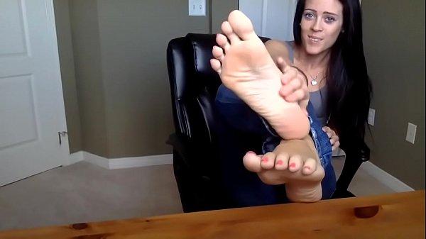Brunette's Sexy Feet