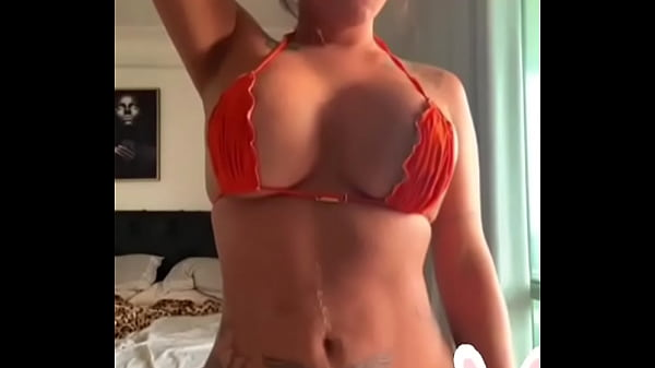 Bikini dicke titten Große titten: