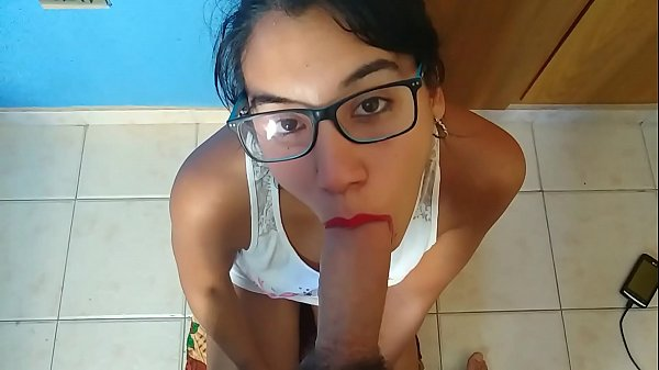 SEXY GIRLFRIEND WITH GLASSES GIVES ME A HOT BLOWJOB