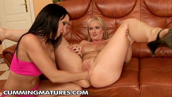 Cumming mature: Monik