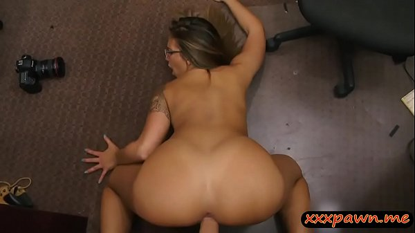 Pretty babe with glasses gets screwed by pawn k...