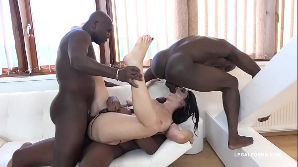 Washed out Milf Eloa Lombard gets her Holes Knocked in by 5 Black Bulls