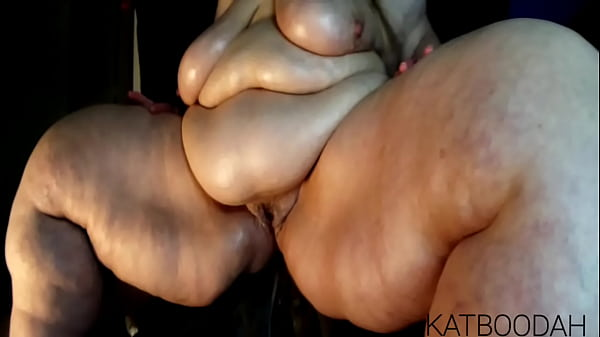 Goddess KATBOODAH'S Monster Titan Thighs & Worship Fantasy Chat