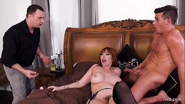 Hubby catches big tits Lauren Phillips cheating Thumb