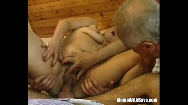 סרטון פורנו Hairy Pussy Blonde Mature Fumbled By Two Cocks