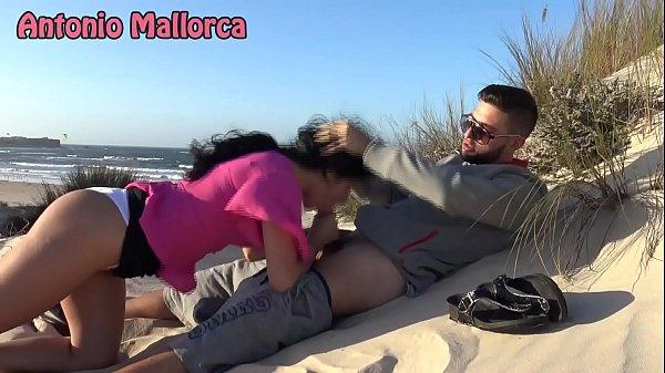 PUBLIC BLOWJOB on THE BEACH!