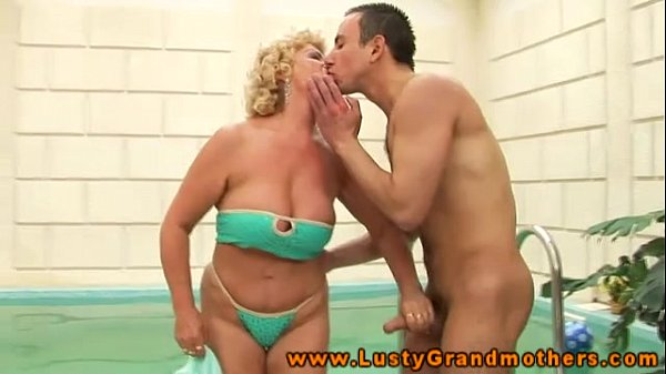 Amateur mature granny giving head