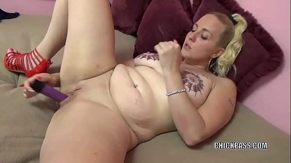Curvy MILF Selena Sky is making herself cum with a toy