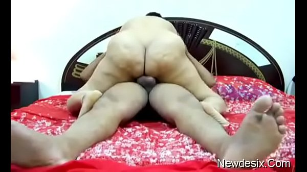Hot desi fat ass aunty munni riding on the cock...