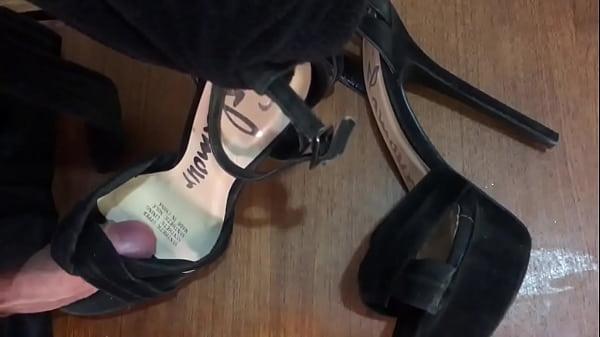 Glamour heels cumshot