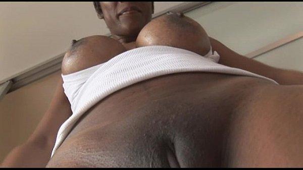 Busty mature ebony babe in tight spandex camelt...