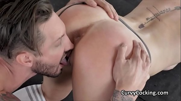 Perky Serena bounces on cock at the gym