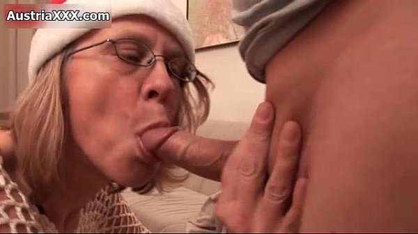 Nasty mature slut goes crazy sucking Thumb