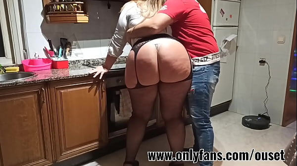 Latina with a huge ass is surprised in the kitchen. Join their fan club www.onlyfans.com/ouset Thumb