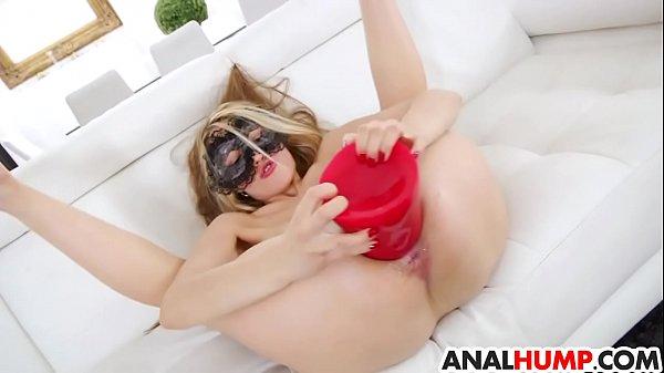 Hot girl Veneisse inserts huge dildo