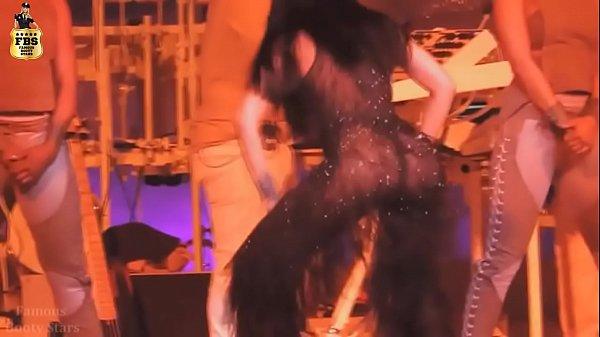 Rihanna`s Ass Live HOT!!!