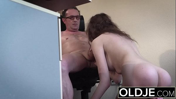 Bubble butt young beauty fucked during job interview Thumb