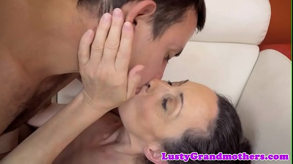 European granny fucked after kissing