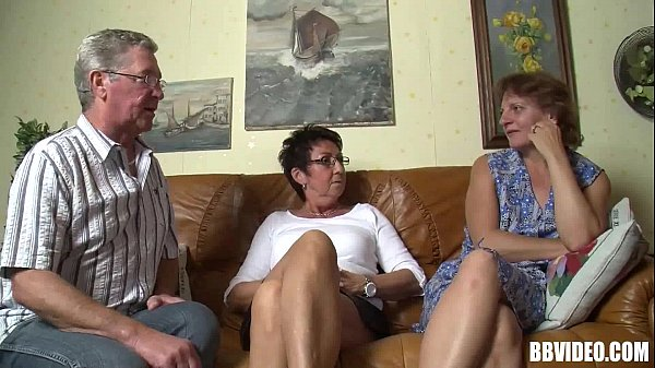 Bisexual German Milfs fuck in threesome Thumb