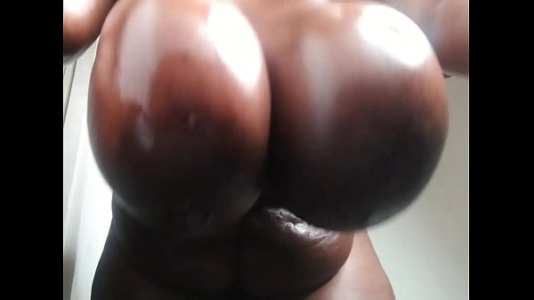 Massive tits swinging & clapping