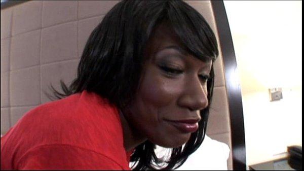 Hot Ebony Teen takes Big Facial in Black Amateu...