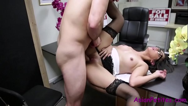 This Is How Japanese Girls Get Through Intervie...