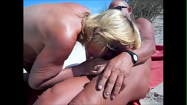 Suzisoumise gives a blow job