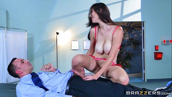 Brazzers - Dirty XXX doctor Holly Micheals Thumb