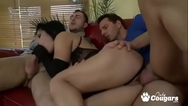 Amanda Black Nailed By Two Hard Dicks
