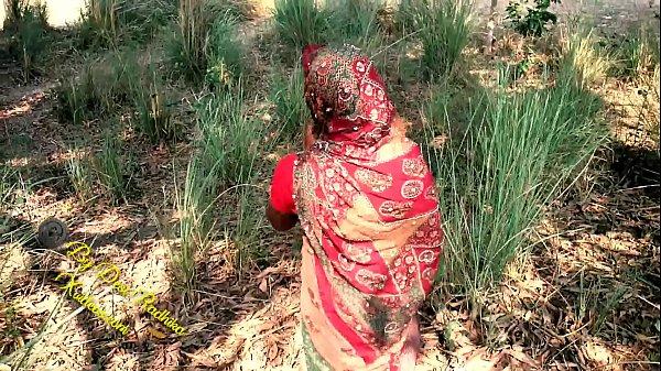 देसी भाभी की जंगल मे चुदाई