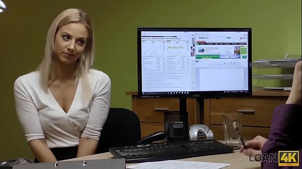 LOAN4K. Sext blonde paga sus deudas usando su perfecto cuerpo adolescente Thumb