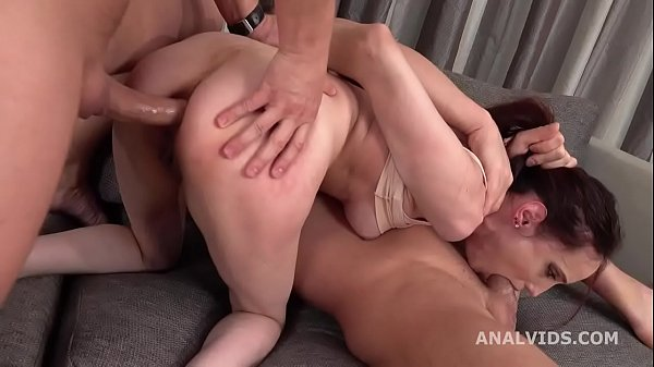 Gapes and Pee Mia Sanders DP with Big Gapes, Ba...