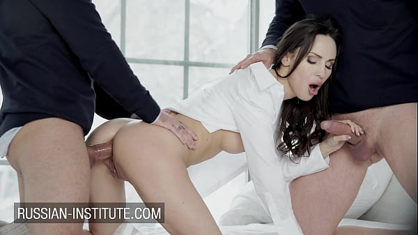 Lilu Moon seduces two guys for a hot threesome Thumb