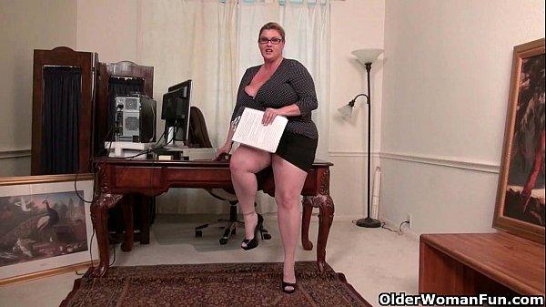 BBW milf Kimmie KaBoom shows off her secretary skills Thumb