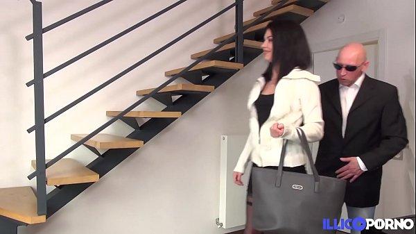 Carla, coquine et sexy, vient prendre un coup d...