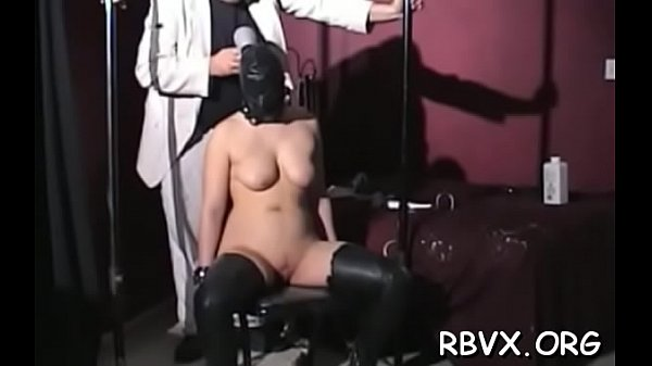 Captivating girlie is naked because she like it