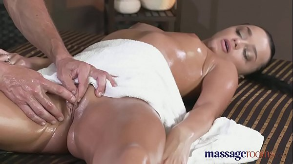 Massage Rooms Black hair beauty has multiple orgasms with expert fucker Thumb