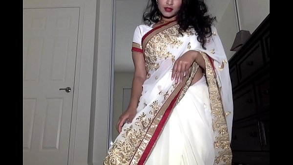Desi Dhabi in Saree getting Naked and Plays wit...