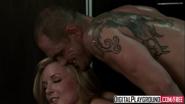 Hot blonde (Kayden Kross) Gets fucked by (Nacho Vidal) on the kitchen floor - Digital Playground Thumb
